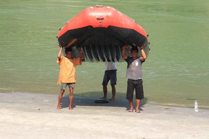 قایق سواری در نپال