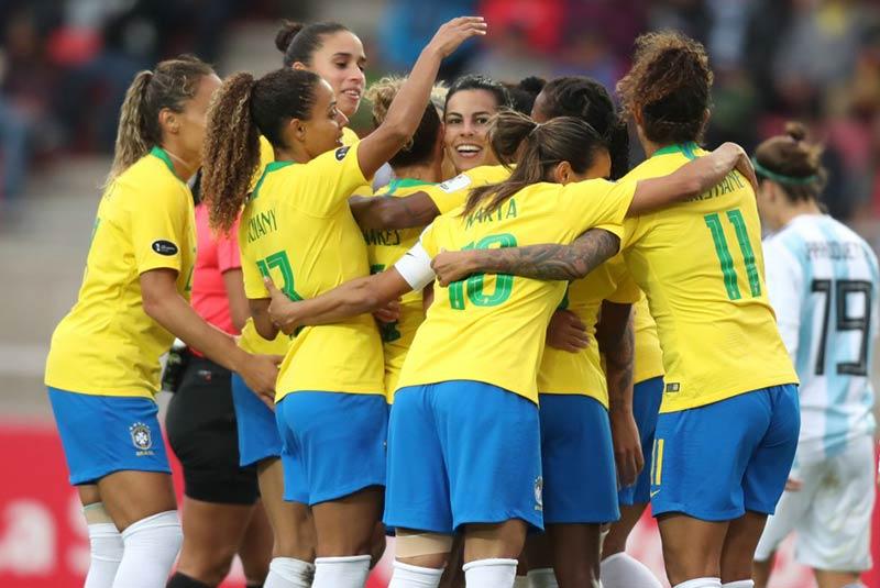 ممنوعیت فوتبال زنان در برزیل