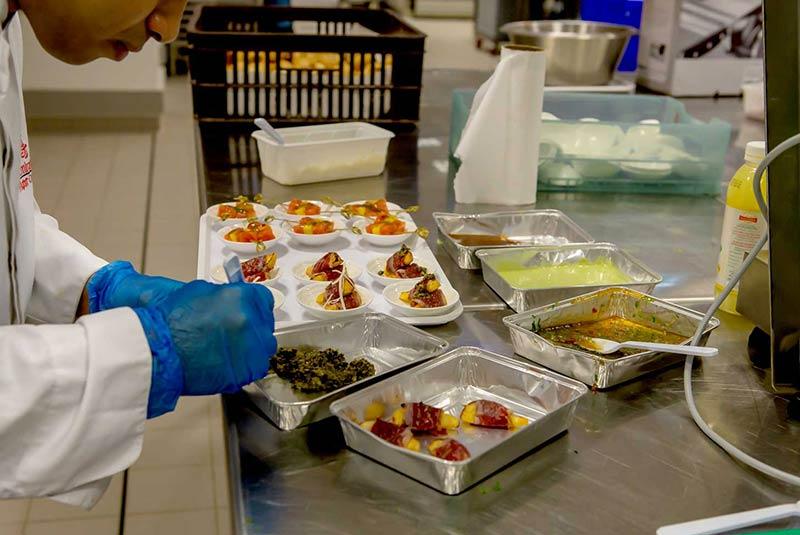 آماده سازی غذا در هواپیما