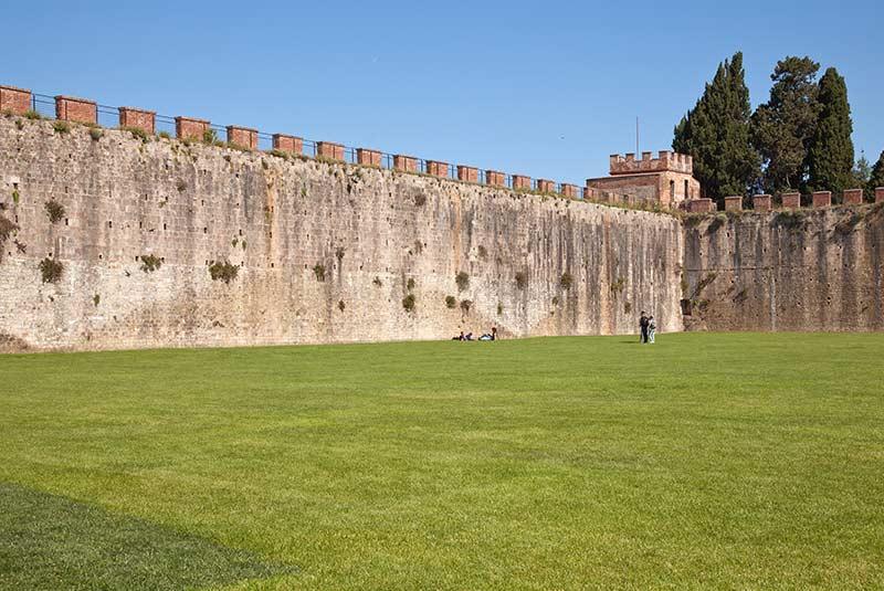 دیوارهای شهر پیزا