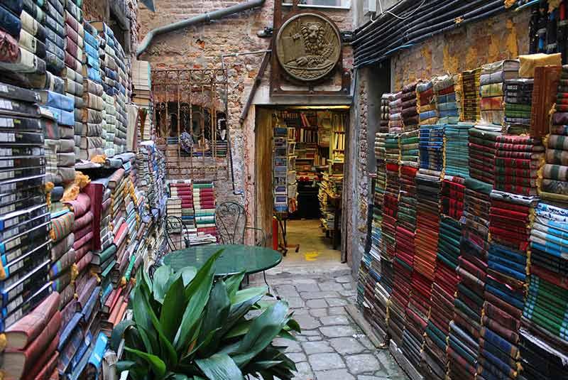 کتابفروشی آکوا آلتا ونیز