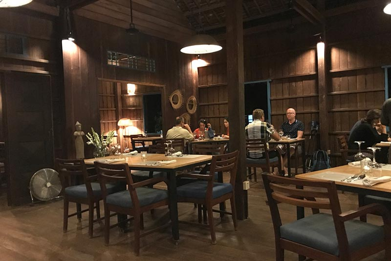 رستوران کوزین وات - سیم ریپ