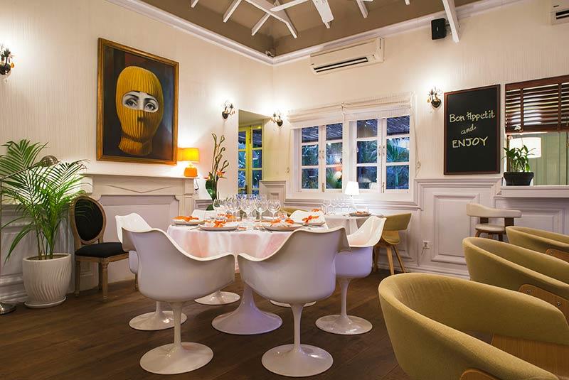 رستوران امبسی - سیم ریپ