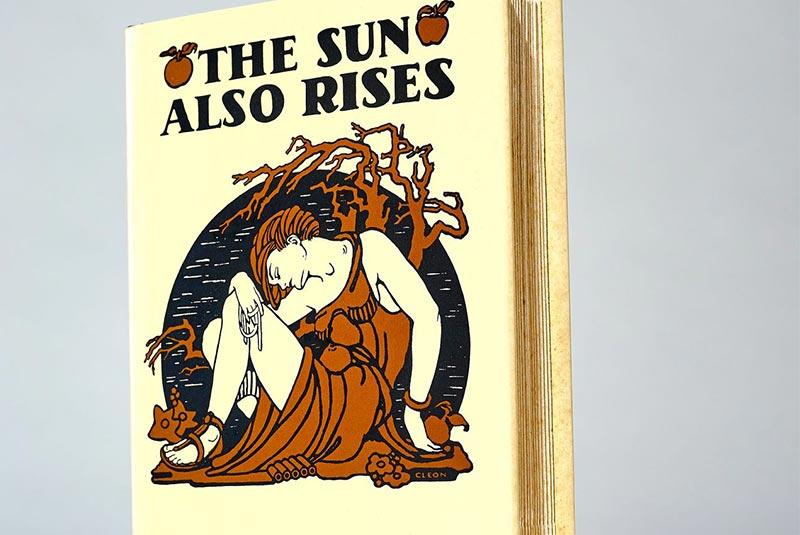 کتاب خورشید همچنان میدمد