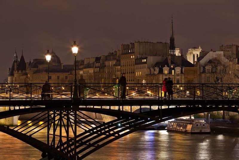 پاریس در شب