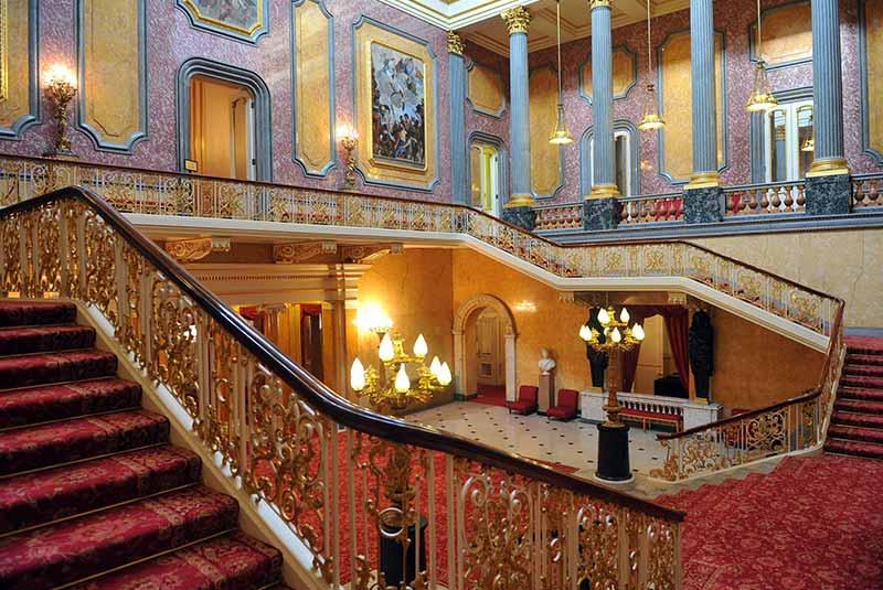 تور مجازی زیباترین کاخ های اروپا