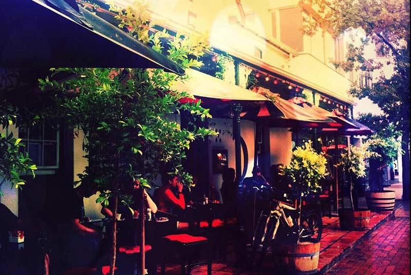 رستوران راینولد فایو - استلنبوش