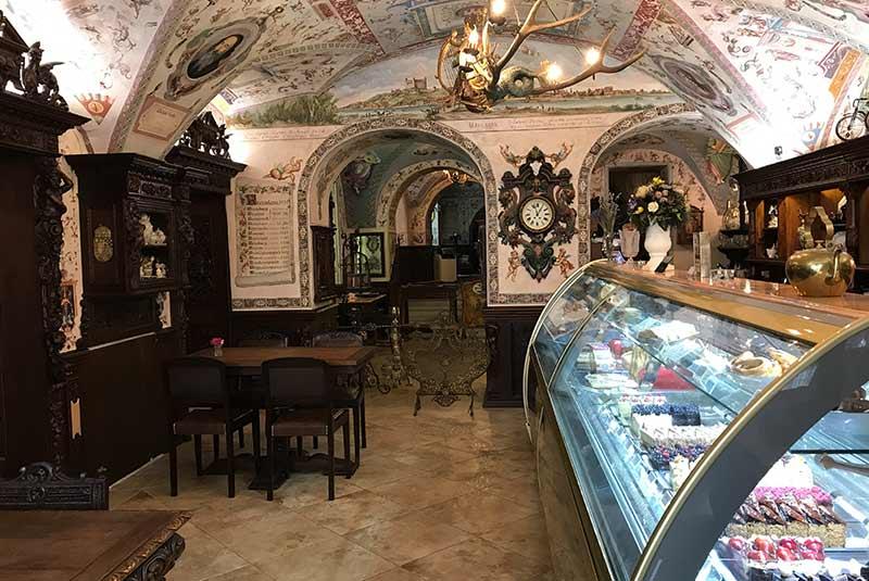 کافه کوندیتوری کورموث - براتیسلاوا