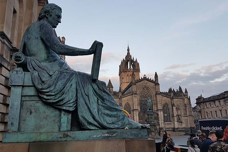مجسمه دیوید هیوم در ادینبرو
