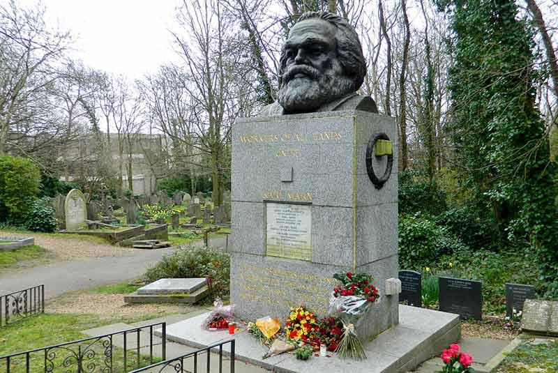 قبر کارل مارکس در گورستان لندن