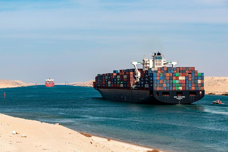 عبور کشتی ها از کانال سوئز