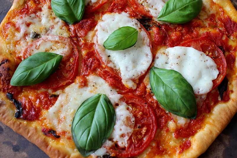 مواد لازم برای تهیه پیتزا مارگریتا