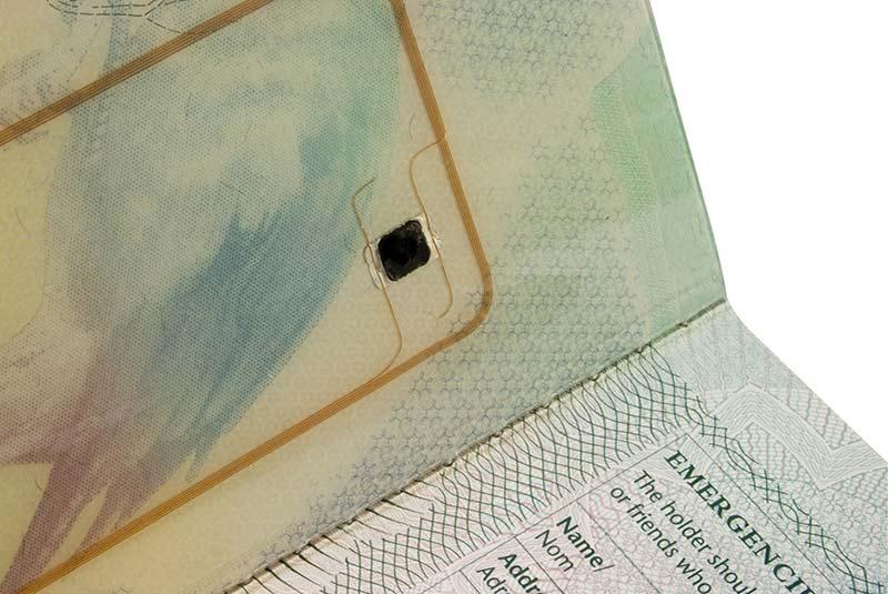 پاسپورت های دارای میکروچیپ