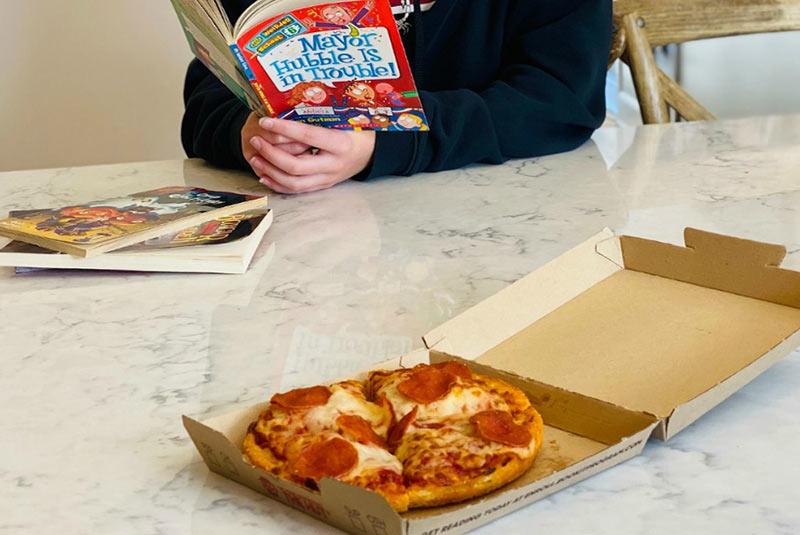 برنامه کتابخوانی پیتزا هات