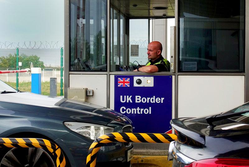کنترل پاسپورت در مرز بریتانیا