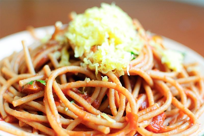 پاستا با گوجه و ریحان - غذای ایتالیایی